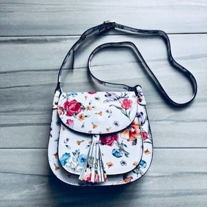 Handbags - 🎉HP🎉 Beautiful Floral Purse - NEW!